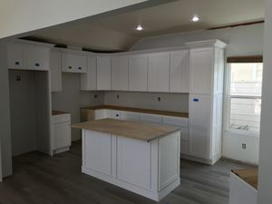 Kitchen cabinets for Sale in Stanton, CA