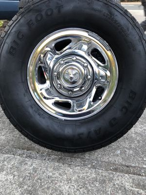 Rim and tires for Sale in Richmond, CA