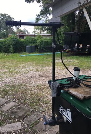 Used Eagle 12 volt / 3 speed trolling motor with deck mounting bracket. for Sale in Orlando, FL