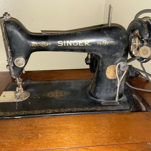 Old Antique Singer Sewing Machine 1920s-1930s for Sale in Independence, KS