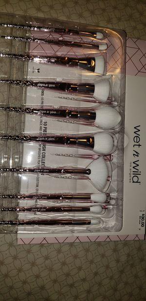 Wet N Wild 10pc brush Set (Pink) for Sale in Jonesburg, MO