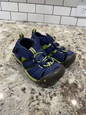 Size 5 toddler Keens for Sale in Wenatchee, WA