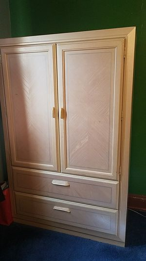 Dresser with drawers for Sale in Baltimore, MD