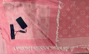 Authentic Louis Vuitton Cashmere Fringed Scarf (NWT) for Sale in Athens, TX