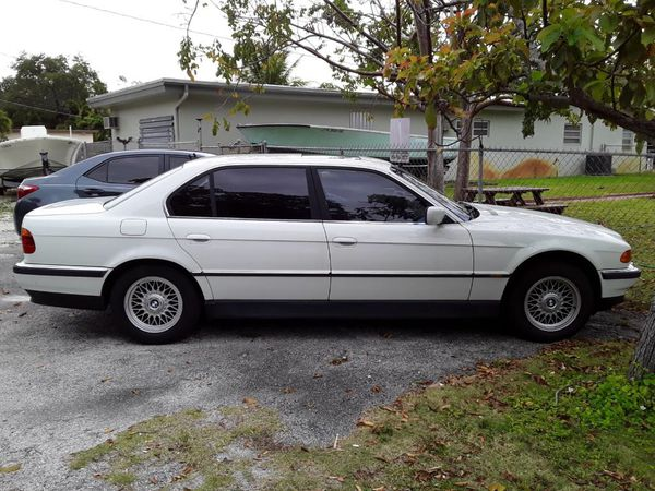2000 BMW 740il , 137,000 miles, runs, perfect paint job, great looking car, clean title