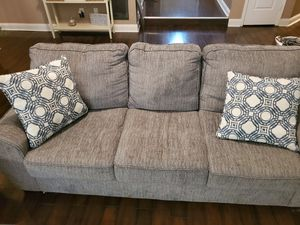 Couch and loveseat for Sale in Lawrenceville, GA