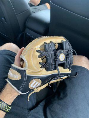 A2000 Wilson base ball glove for Sale in Hialeah, FL