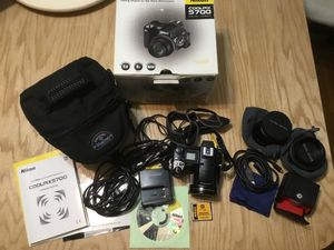 Nikon coolpix 5700 with extra lenses bag and original box for Sale in Sacramento, CA