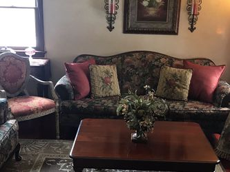 Beautiful Living Room Furniture! for Sale in Pittsburgh,  PA