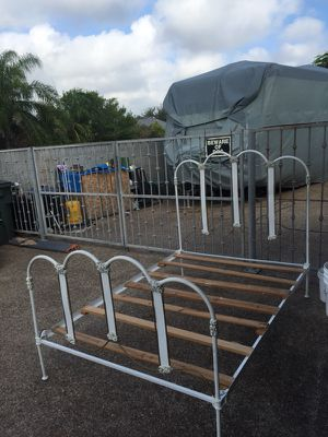 """""""Antique"""", Looks like an American Victorian Bed Frame - Make an offer- no low ballers for Sale in Laredo, TX"""