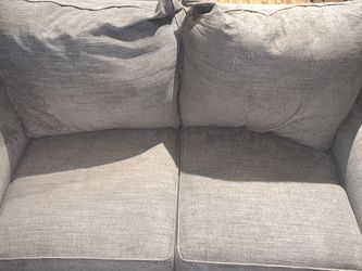 Aaron's Gray Love Seat for Sale in Austin,  TX