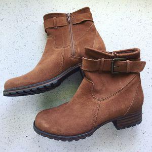 Clarks Women's Marana Amber Fashion Boot Size 8 for Sale in Lombard, IL