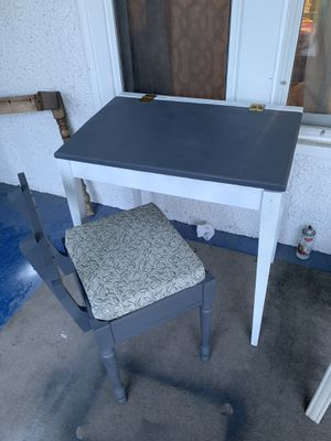 Desk and chair set for Sale in Kendallville, IN