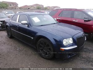 2006 Chrysler 300 hemi for parts for Sale in Phoenix, AZ