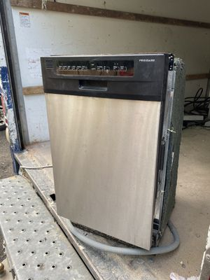 """Frigidaire 18"""" stainless Steel dishwasher for Sale in Laurel, MD"""