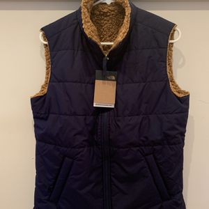 North face Women's Vest size m for Sale in Seattle, WA