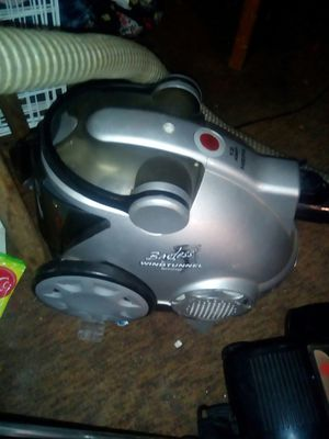 Hoover HEPA filter bagless vacuum for Sale in Hawthorne, FL