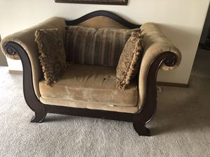 Over size king and chaise with coffee table for Sale in Tacoma, WA