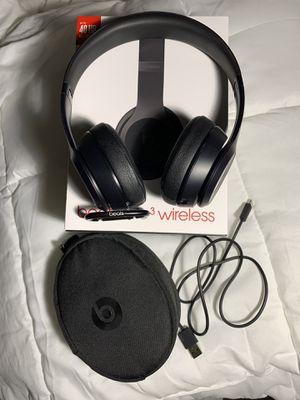 Excellent condition black beats solo 3 wireless for Sale in El Dorado Hills, CA