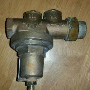 Wilkins 600 Water Pressure Regulator for Sale in Vancouver, WA