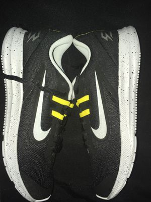 Nike running shoe size 7 mens for Sale in Margate, FL