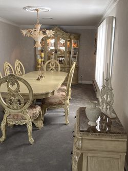 Beautiful Formal Dining Room for Sale in Wayne,  NJ