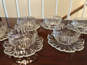Get READY FOR SUMMER with this LIKE NEW SET OF 6 GLASS ICE CREAM BOWLS! for Sale in Aldie, VA