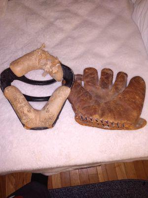 Vintage baseball mit and catchers mask. for Sale in Glen Burnie, MD
