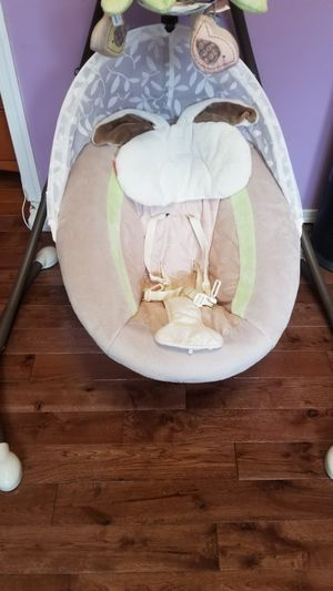 fisher-price my little snugabunny cradle 'n swing with 6-speeds for Sale in Riverdale, MD