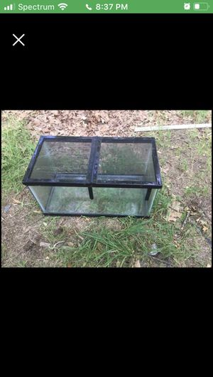 15 reptile tank with lid for Sale in Rockford, MI