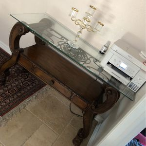 Side Or Entry Table Like New for Sale in Silverado, CA