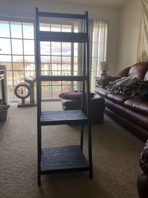Ladder shelf... bottom shelf missing screw for Sale in Stow, OH