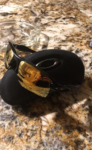 Oakley's with Hard Case Black for Sale in Holly Lake Ranch, TX
