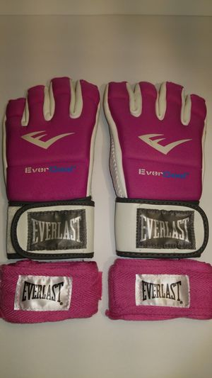 Women's kick boxing gloves and wrap for Sale in Long Beach, CA