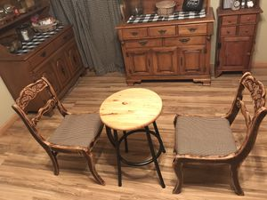 Swivel table and two chairs for Sale in Lebanon, IN