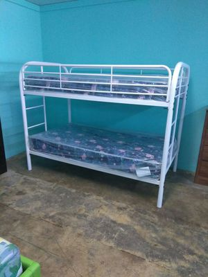 T/twin metal bunk bed for Sale in Orlando, FL