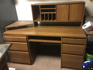 Office desk w top hutch for Sale in Gaylord, MI