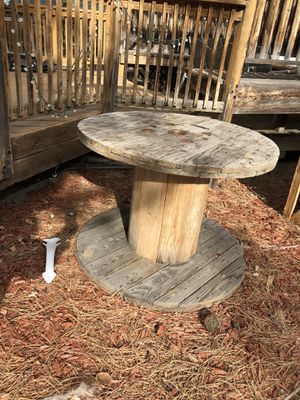Back yard spool table for Sale in Broomfield, CO