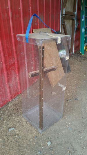 Large Bird carrier cage with perch good for transportation to vet $60 obo for Sale in Arlington, WA