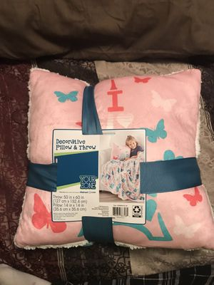 I Love Paris Decorative Pillow and Throw for Sale in Sioux Falls, SD