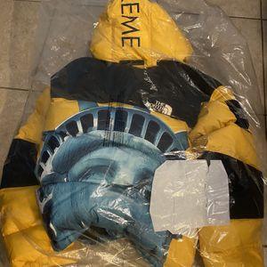 Supreme Baltoro NorthFace Jacket LARGE for Sale in Miami, FL