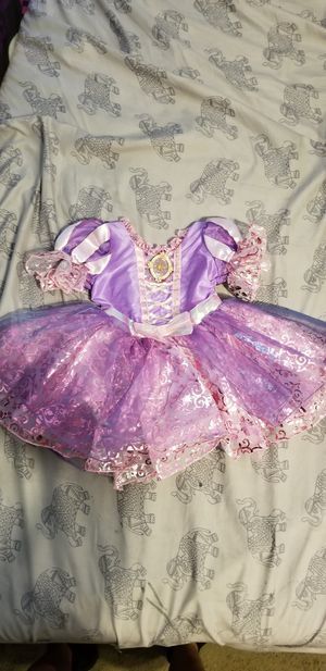 Rapunzel costume size 6 to 12 for Sale in West Park, FL