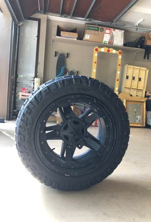 35x12.5x22 Jeep Wrangler wheel and rim for Sale in Tampa, FL