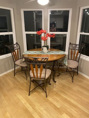 Kitchen table and chair set for Sale in Irvine, CA