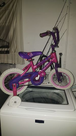 BRAND NEW GIRLS TRICYCLE for Sale in Tampa, FL