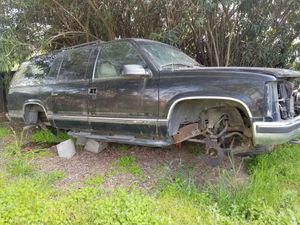 97 Chevrolet suburban PARTS for Sale in Selma, CA