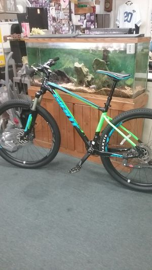 Giant Fathom 18-Speed Mountain Bike for Sale in Chula Vista, CA