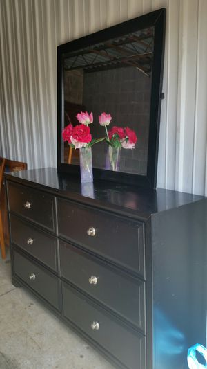 BEAUTIFUL BLACK LONG DRESSER 6 BIG DRAWERS WITH BIG MIRROR ALL DRAWERS SLIDING SMOOTHLY for Sale in Fairfax, VA