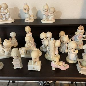 19 Precious moment Figurines In mint Condition With Original Box for Sale in Fort Lauderdale, FL
