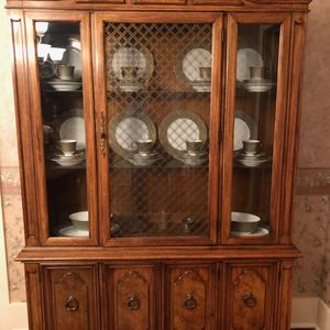 Thomasville China cabinet - Perfect Condition for Sale in Bartow, FL